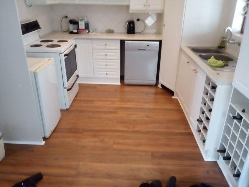 Laminating Floors Installer