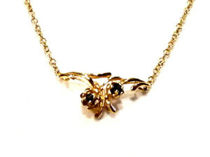Bijou-plaque-or-18-carats-joli-collier-toi-et-moi-cristal-bleu-necklace