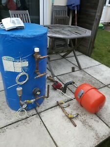 SOLAR-THERMAL-STORE-Deltasol-BS-controller-Pump-and-various-fittings-HOT-WATER