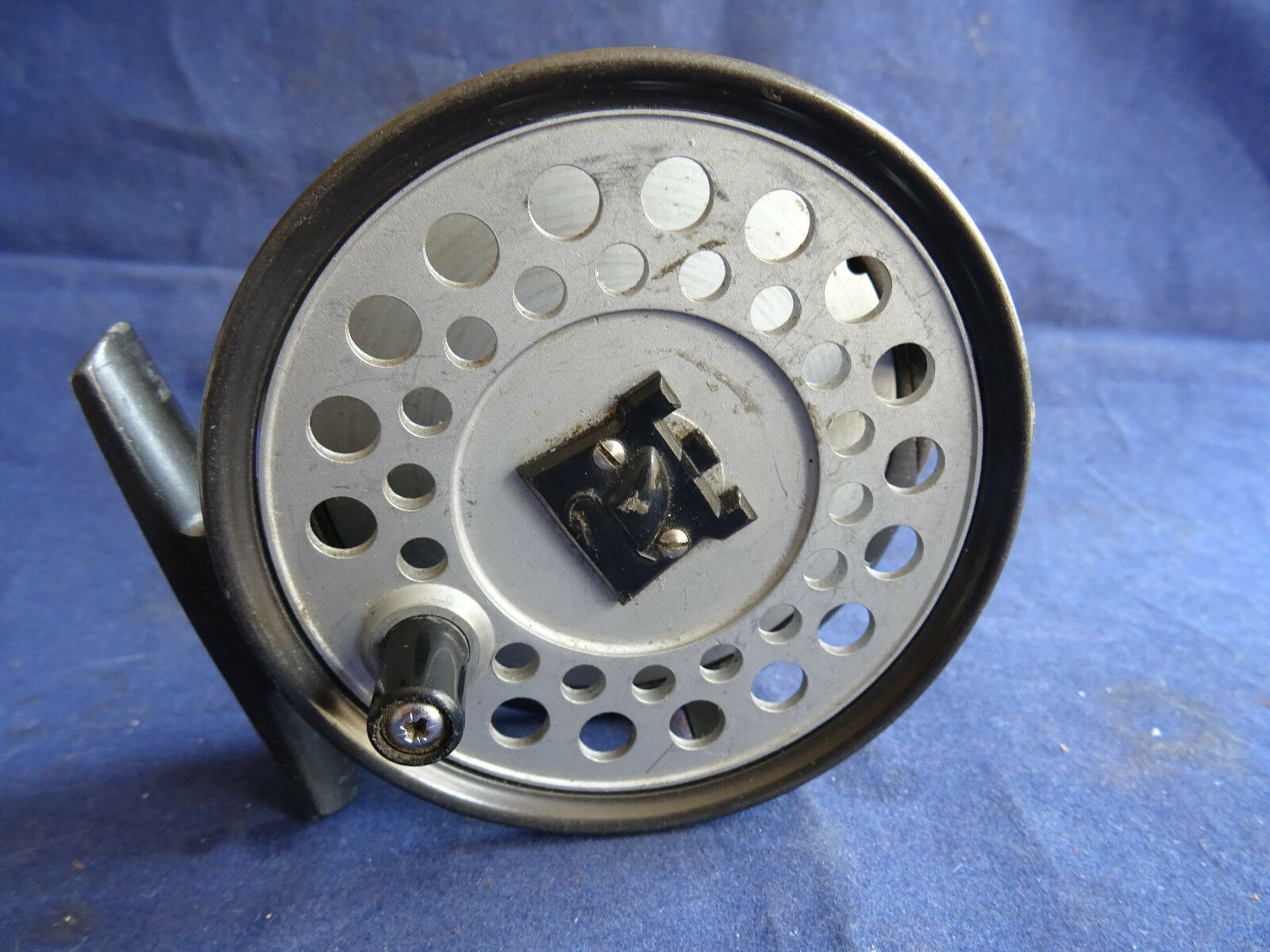 A VERY  GOOD VINTAGE HARDY VISCOUNT 130 TROUT FLY REEL WITH CASTLE LOGO SPOOL  to provide you with a pleasant online shopping