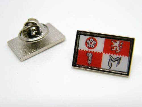 LEICESTERSHIRE LEICESTER FLAG LAPEL PIN BADGE NOVELTY IN VELVET GIFT POUCH