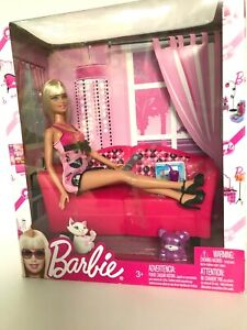 Barbie-Glam-Brand-New-2009-Mattel-Doll-and-Play-Set-with-Sofa-amp-Accessories
