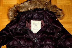 Esprit Daunen Winter Stepp Jacke mit Kapuze & Fell Gr. L in Pflaume Top Zustand