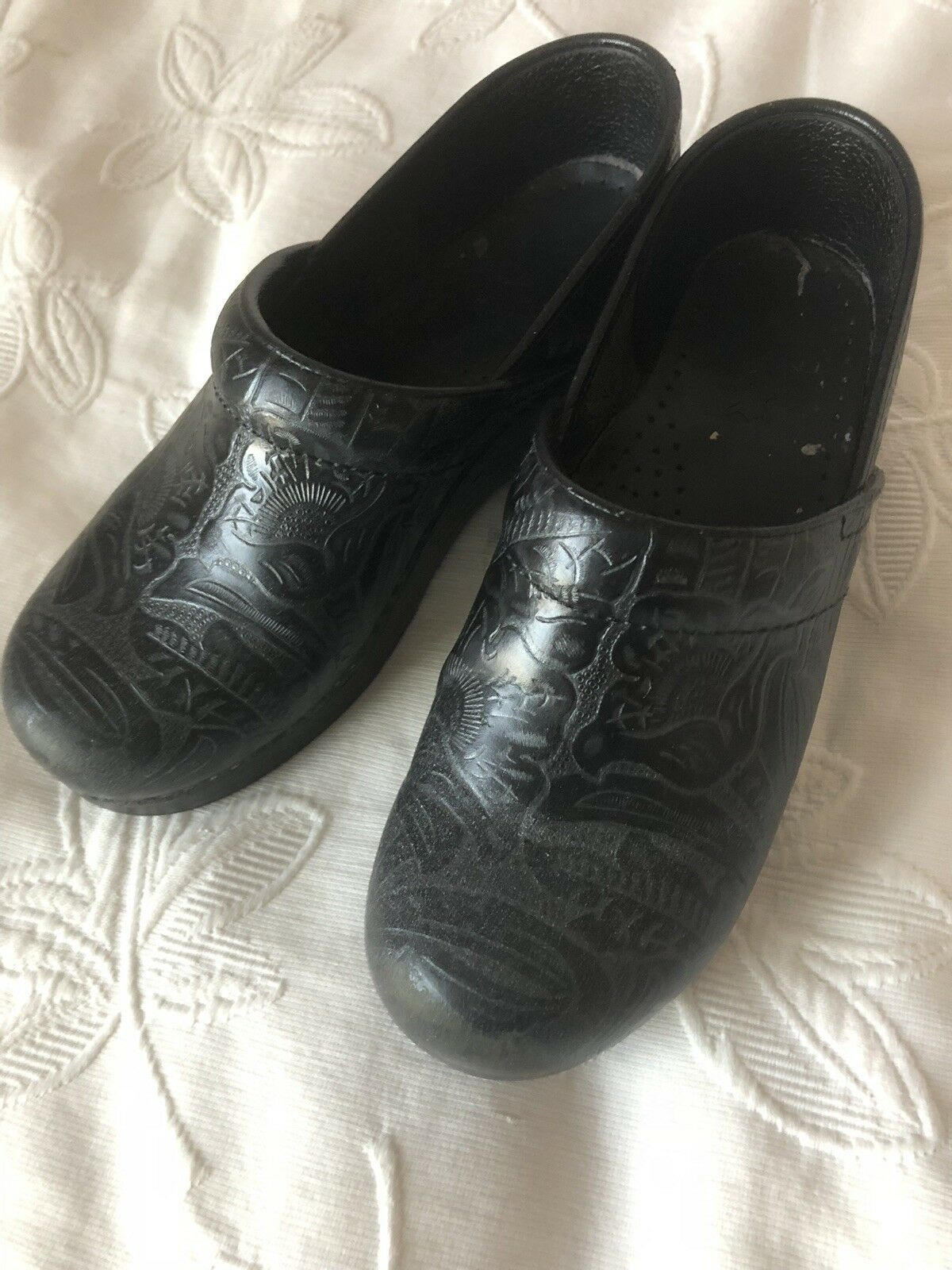 Dansko Women's Professional Clogs shoes Comfort Black Floral Tooled Tooled Tooled Sz 39 stain d7f2d5