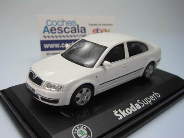 Skoda Superb white 143AB003E Abrex 1/43 (CochesAescala)
