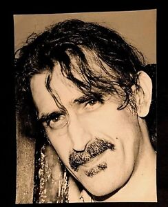 EARLY-90-039-S-FRANK-ZAPPA-OVER-SIZED-8-1-2-X-11-3-4-PHOTO-LESS-THAN-20-EVER-EXPOSED