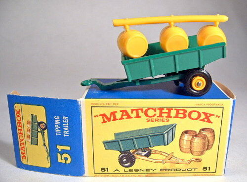Matchbox RW 51B Tipping Trailer grün Fässer noch am Gußast in Box
