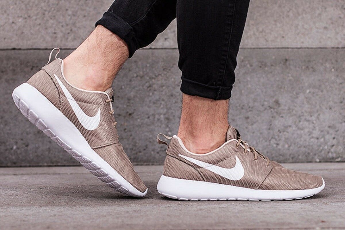NIKE ROSHE ONE Running Trainers Khaki Chaussures Gym Casual -7 Khaki Trainers / blanc b495bf