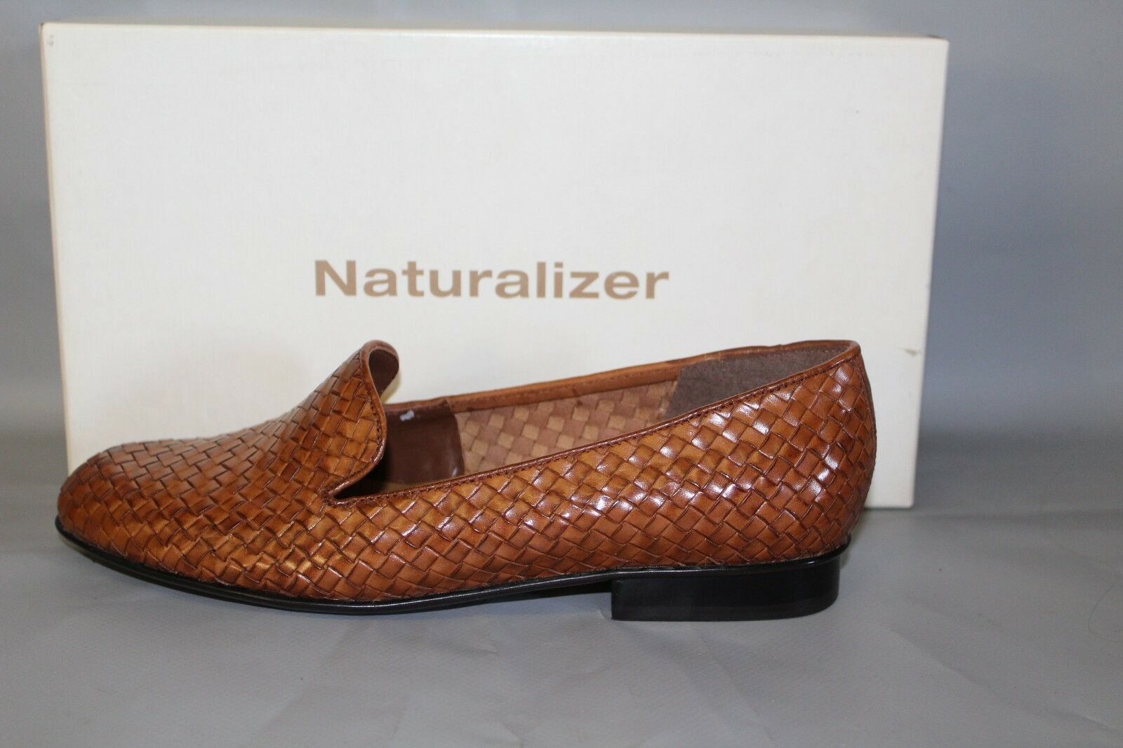 NEW Women's Naturalizer Empire Size 9.5 Medium Tan Leather Slip on Casual shoes