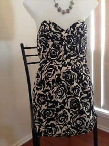 Strapless-Black-amp-White-Floral-Dress-Size-S-Bodycon-Stretch-Hug-amp-Fit