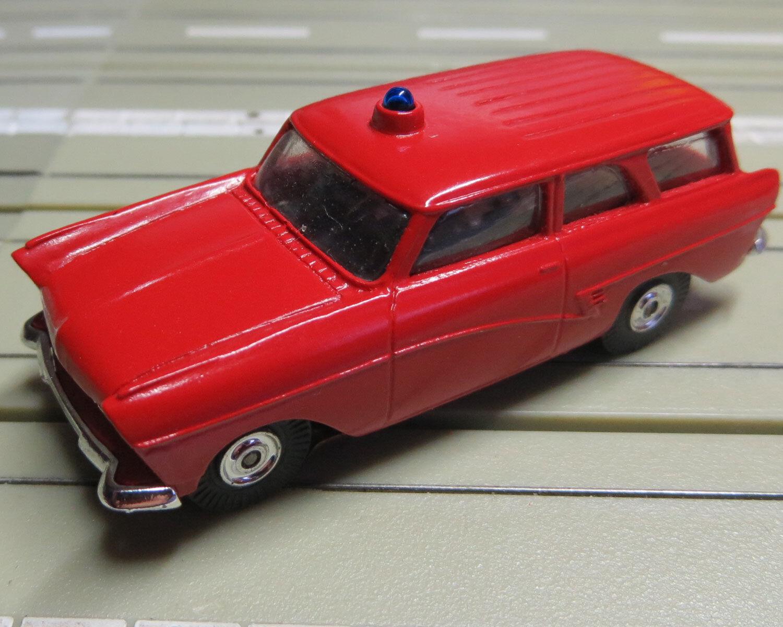 Für H0 Slotcar Racing Modelbahn -- Ford 17 M Feuerwehr von Bauer