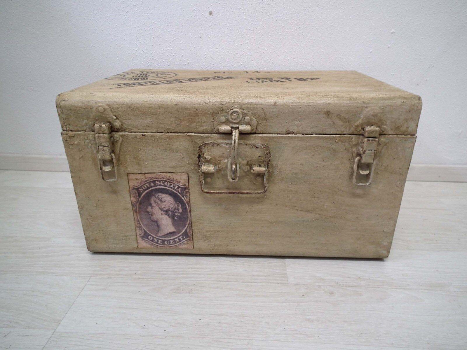 Truhe Box Kiste - Metall Eisen Blech - gelb auf alt gebraucht gemacht Shabby