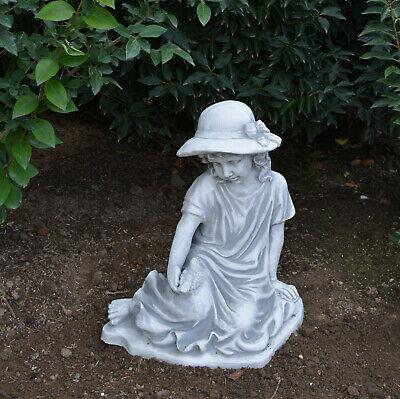 Massive Steinfigur Mädchen sitzend mit Vogel Gartendeko aus Steinguss frostfest