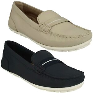 sports shoes 83108 d359a Dettagli su Dameo Vino Donna Clarks Slip On Piatto Scarpe Estive Casual  pelle Mocassini Size