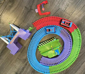 Planet Trax Car Racing Set Includes 2 Cars, Bridge, Tollway and Tracks