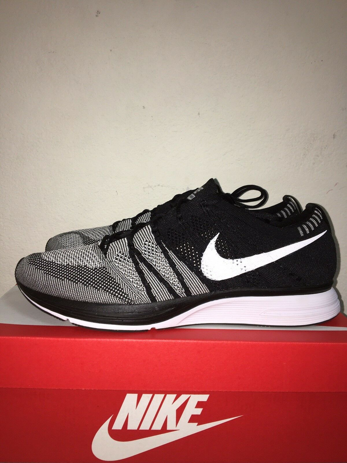 2018 Men's Nike Flyknit Trainer Oreo AH8396-005 Black White Size 12 shoes Used