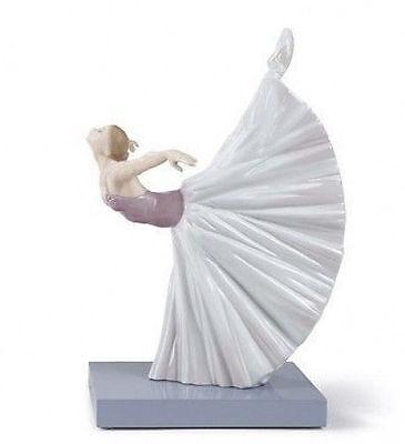 LLADRO Porcelain : GISELLE ARABESQUE  (01008475)