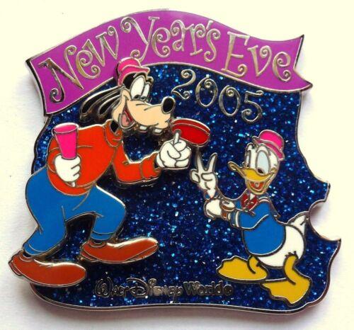Disney Pin Badge New Year/'s Eve 2005 Goofy /& Donald