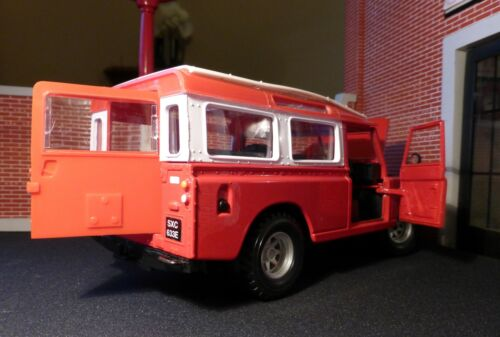 Red Land Rover Series 3 Utility LWB 109 Bburago 1:24 Scale Diecast Model Burago