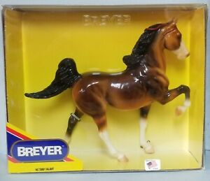 Breyer-730801-Valiant-Glossy-Bay-5-Gaiter-Saddlebred-Model-Horse-NIB
