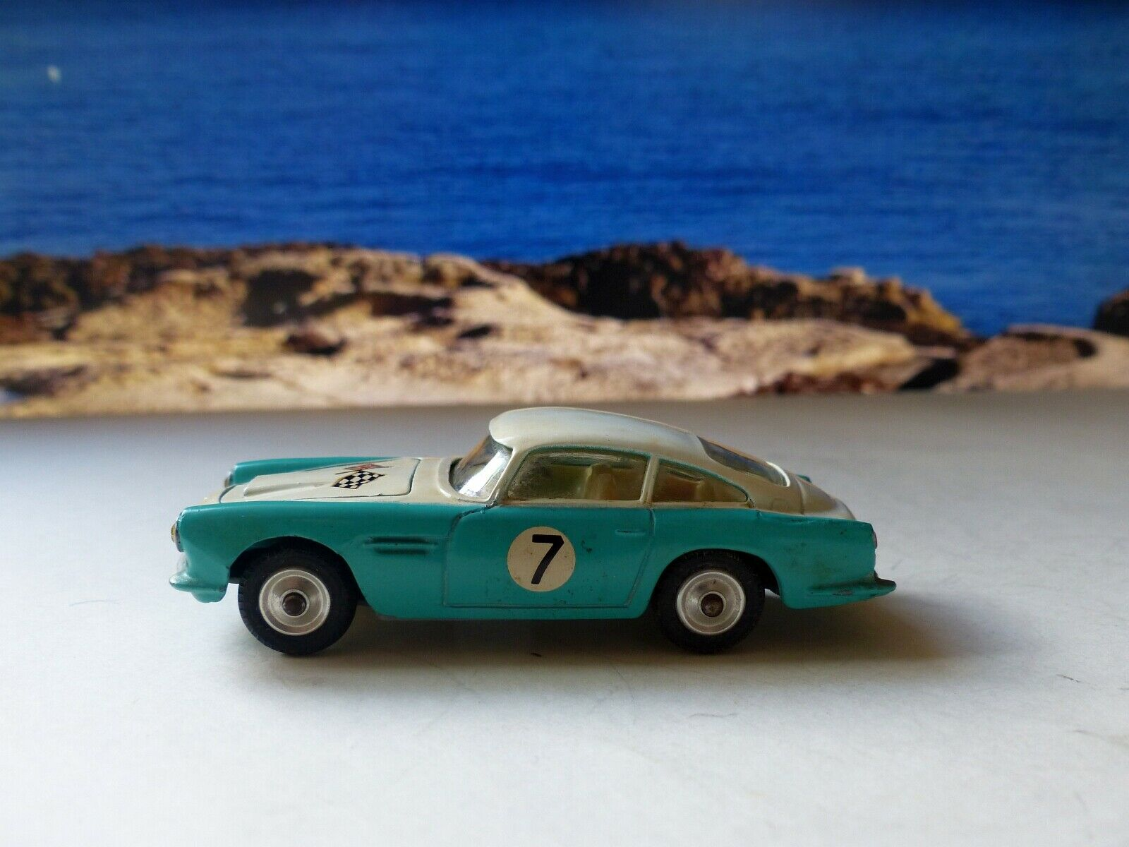 Corgi Toys 309 Aston Martin  DB4 Competition Edition (early type) (2)
