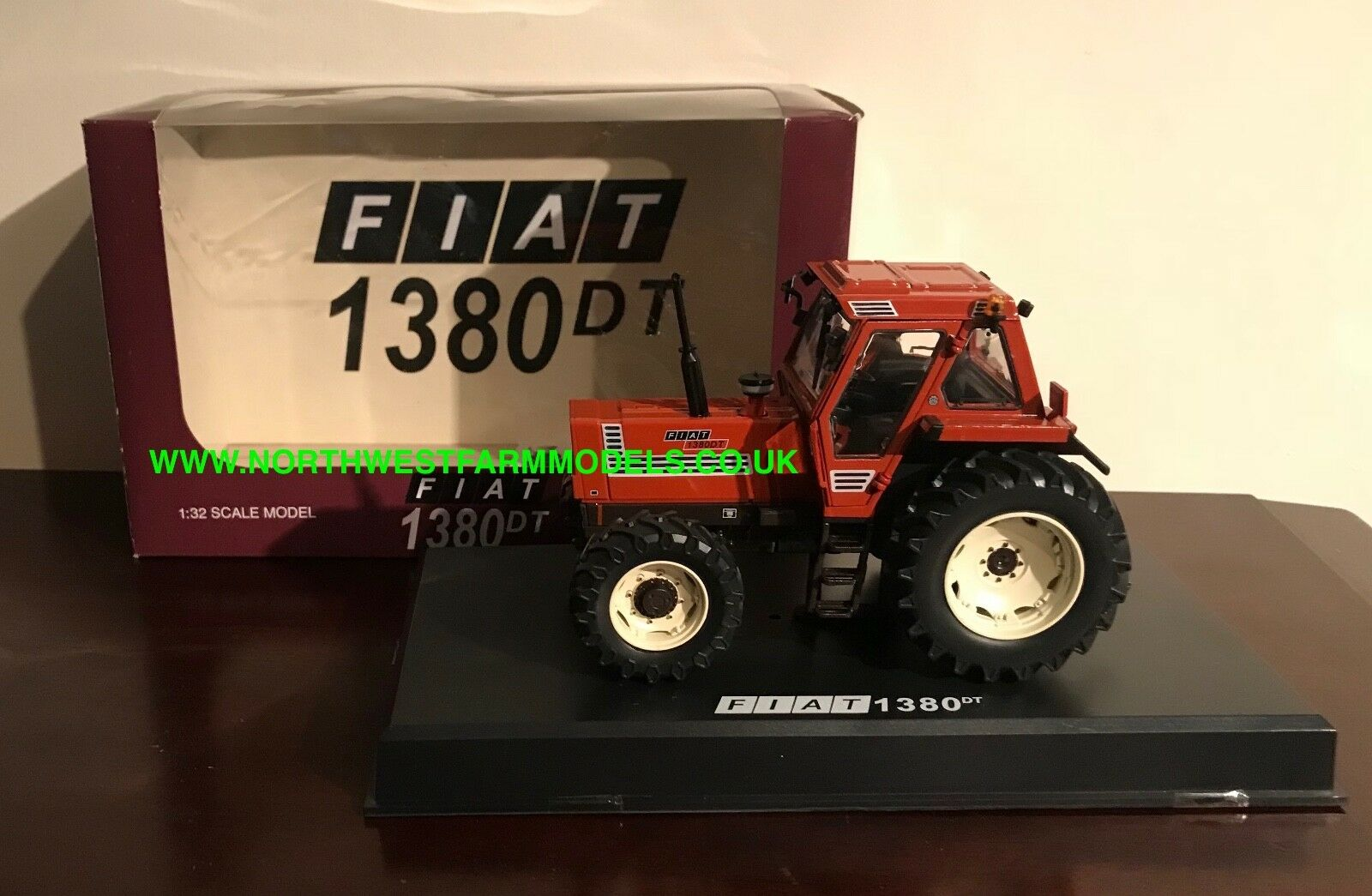 Replicagri 1 32 Escala Fiat 1380DT 4WD Tractor (Distribuidor Caja)