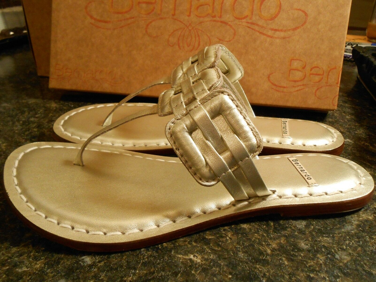 NEW Bernardo Maxine 6.5M Platinum thong sandals woven woven sandals leather metallic 6170c2