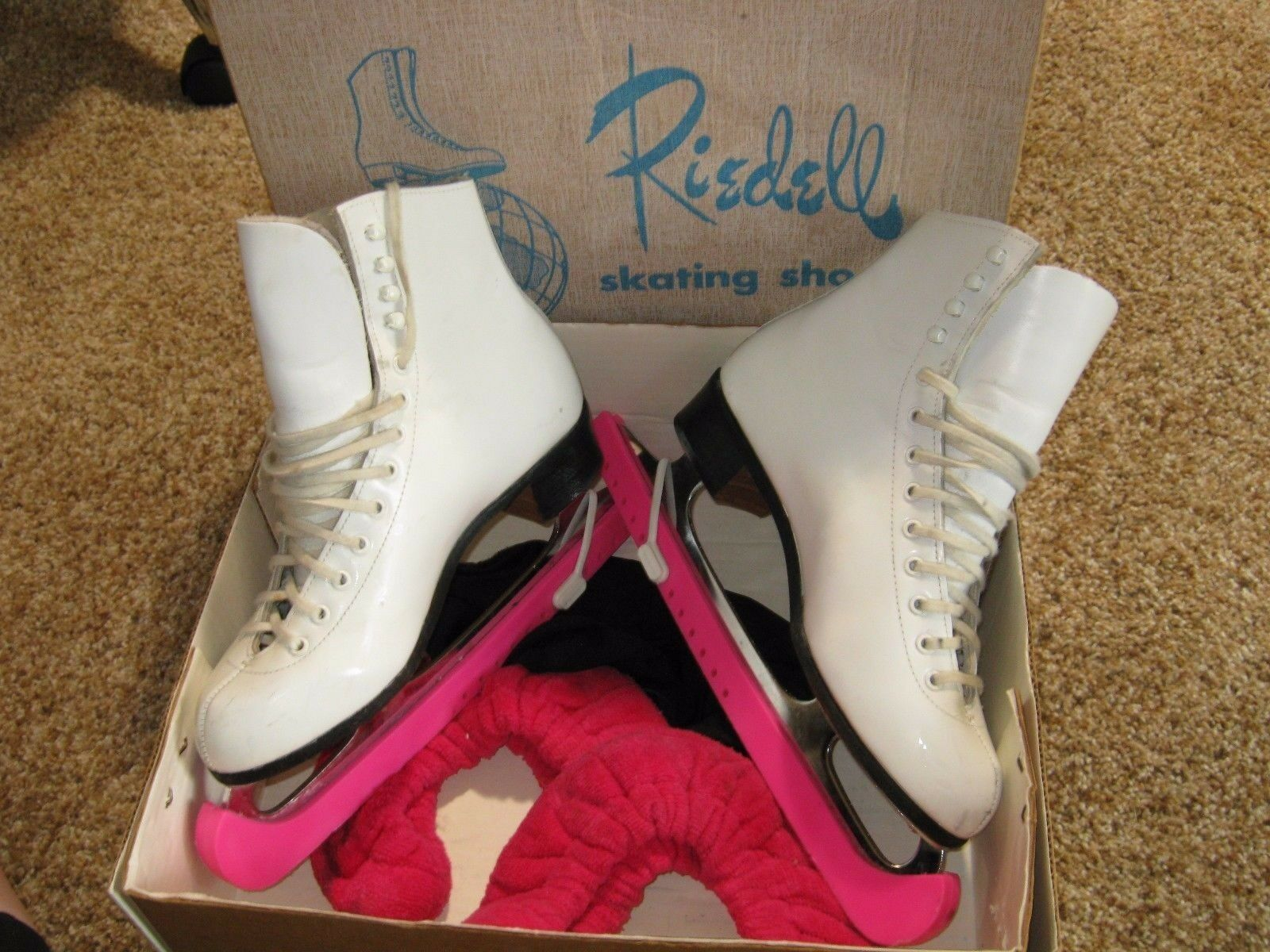 Riedell Women's Skating shoes 220W - Size 6 1 2 White Sheffield Blades