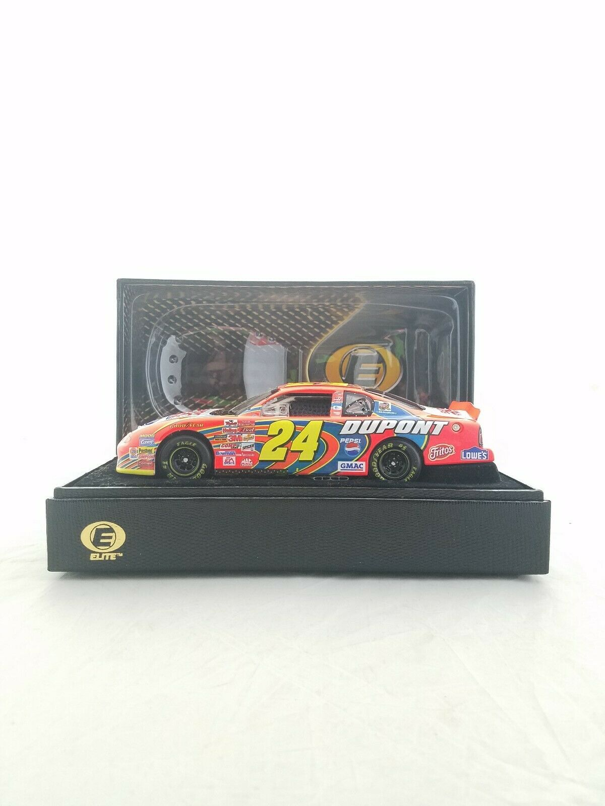 2002 Jeff Gordon DuPont   200th Anniversary RCCA Action Elite 1 24 Diecast