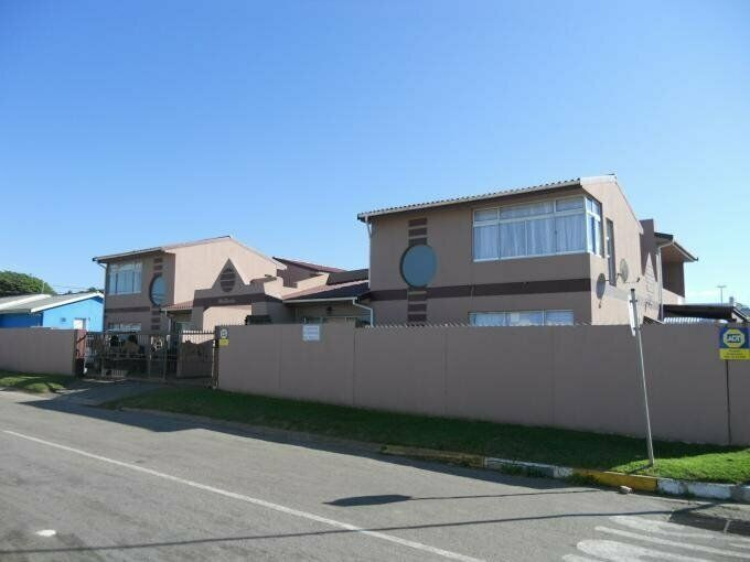 8 Bedroom with 4 Bathroom House For Sale in Jeffrey's Bay Eastern Cape