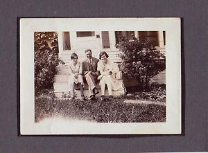 OLD-VINTAGE-1920S-HISTORIC-MEDORA-NORTH-DAKOTA-FAMILY-POSE-PORCH-FASHION-PHOTO