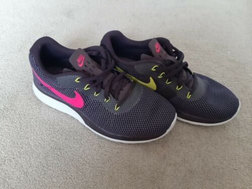 Femme Nike Trainers-Taille 5