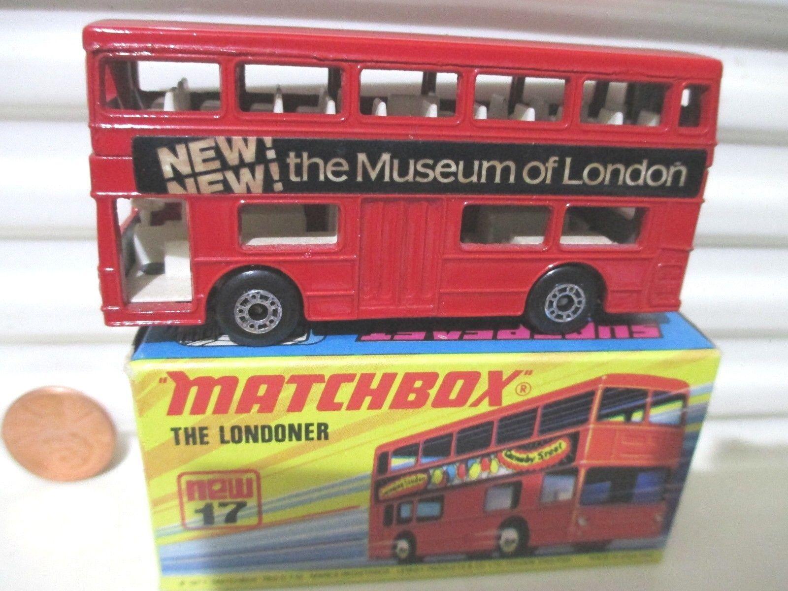 LESNEY MATCHBOX MB17B 1972 Museum of London Rouge le londonien Bus Noir Base En parfait état, dans sa boîte