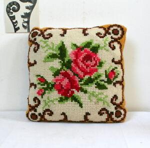 Coussin-vintage-tapisserie-aux-Deux-roses