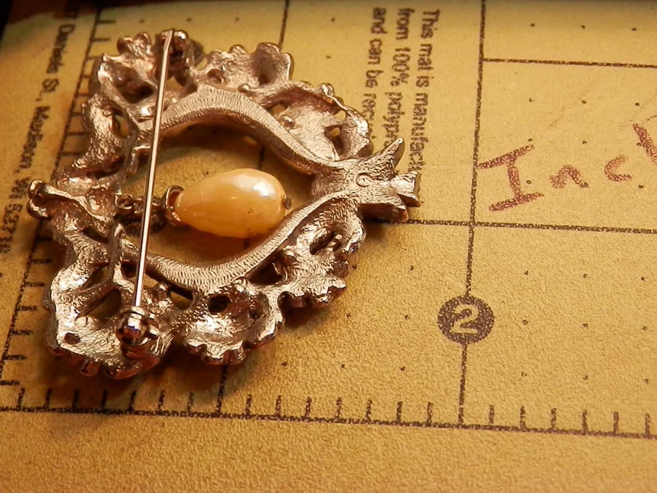 Detailed Ornate Heart Rhinestone Dangling Faux Pe… - image 5