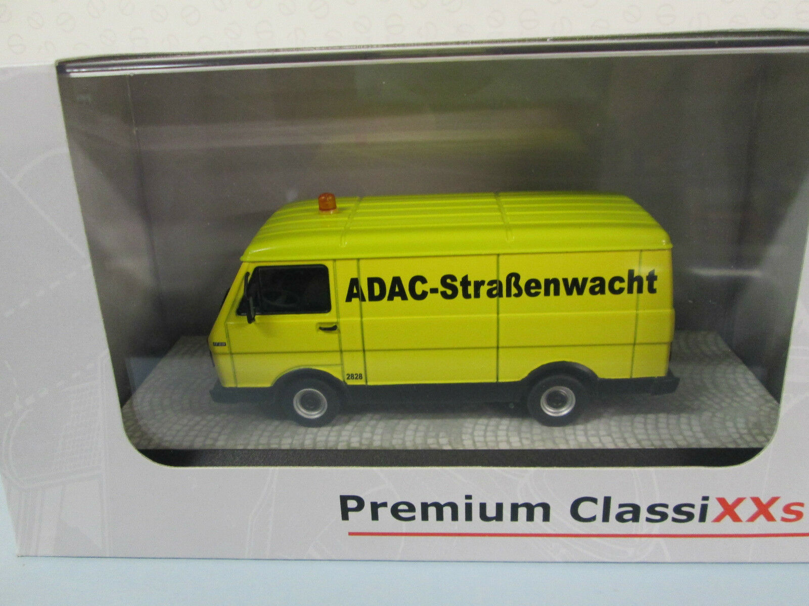 PREMIUM CLASSIXX. VW LT28 Kastenwagon. ADAC. Yellow. 1 43. 13303.