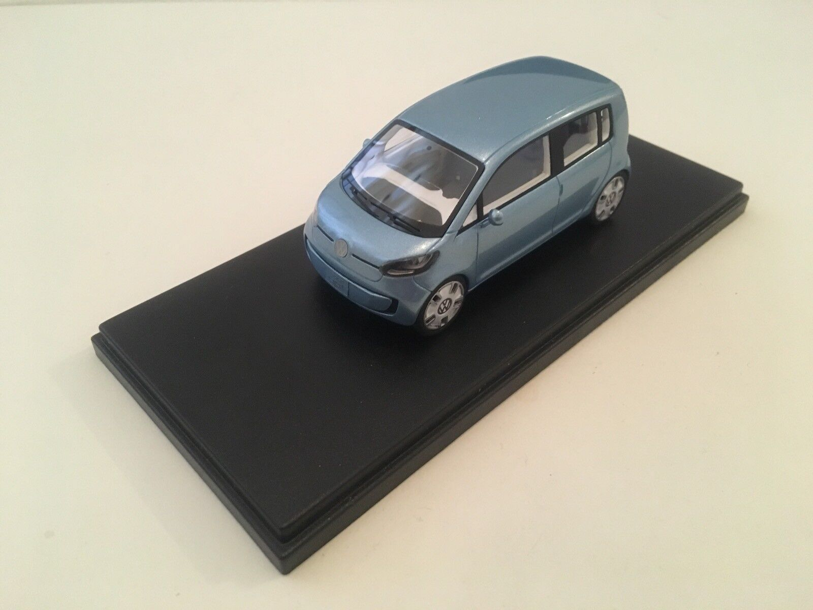 VW Space up  - 1 43 scale - Looksmart
