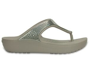 CROCS-INFRADITO-DONNA-MODELLO-SLOANE-EMBELLISHED-FLIP-COLOR-PLATINUM