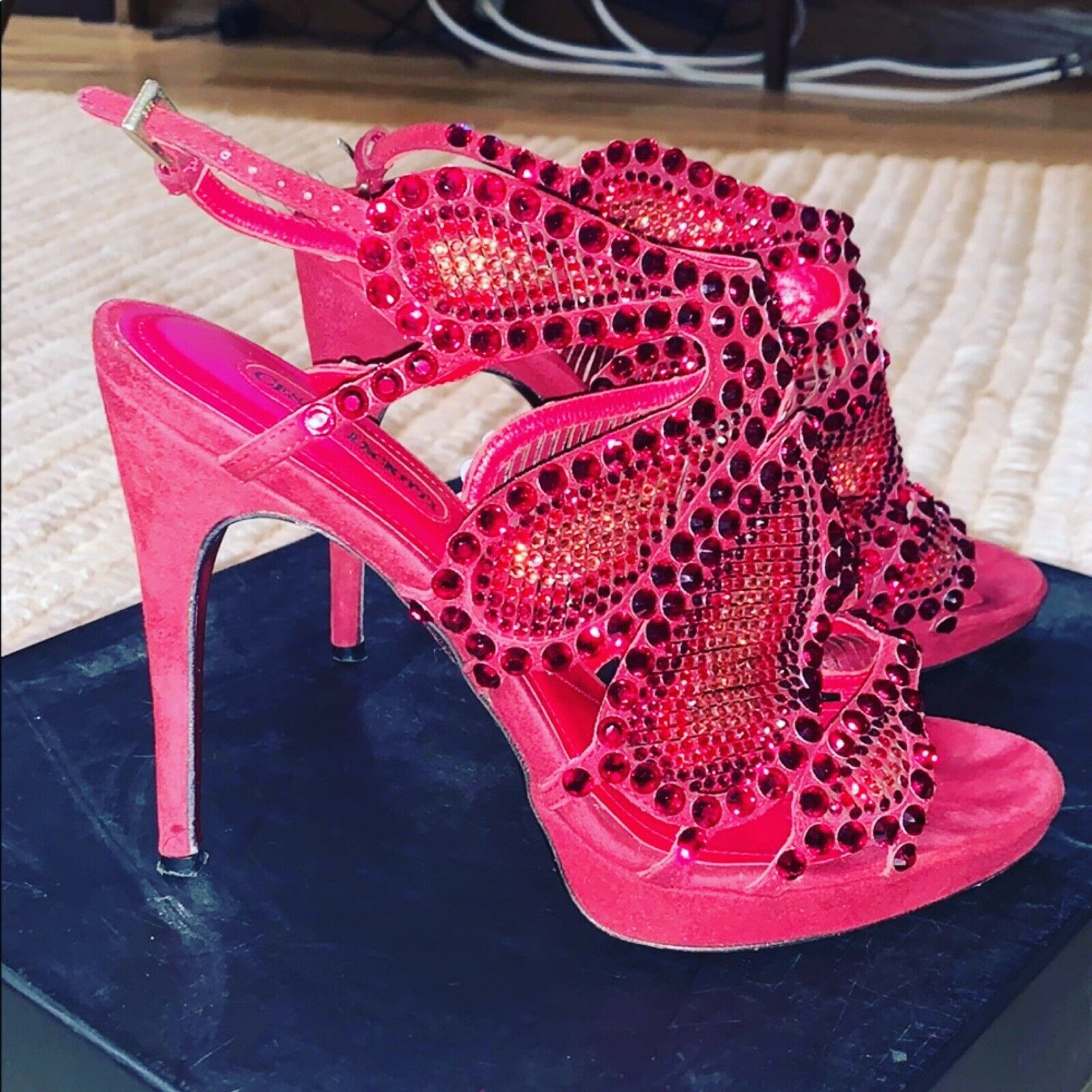 Cesare Paciotti röd mocka Swarovski kristaller Embellished Stiletto Sandals 38