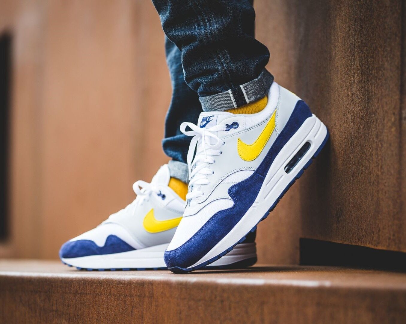 BNWB & Authentic Nike ® Air Max 1 Trainers in White   bluee   Yellow UK Size 10