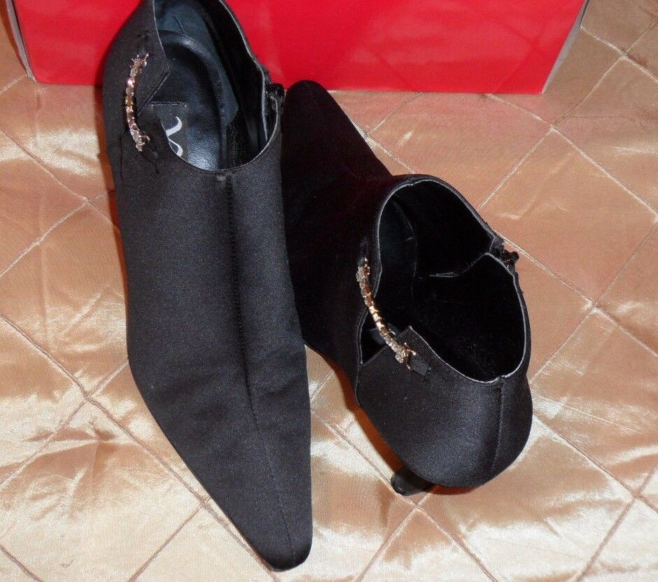 NINA PERFECT SATIN BOOTIES IN BLACK WITH LITTLE RHINESTONE ON CHAIN ON RHINESTONE THE SIDE, EL 954cad
