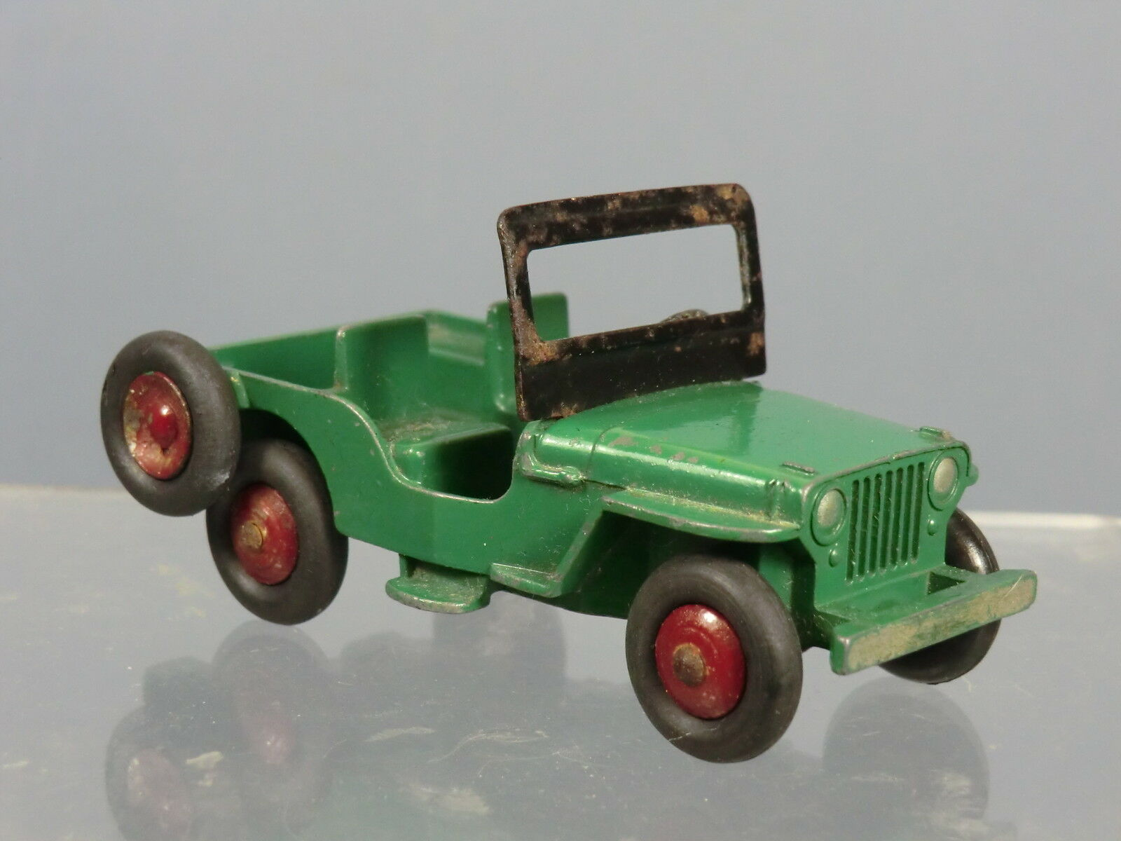 DINKY TOYS  No.25Y   UNIVERSAL   JEEP   GREEN    MAROON HUBS VERSION      RARE