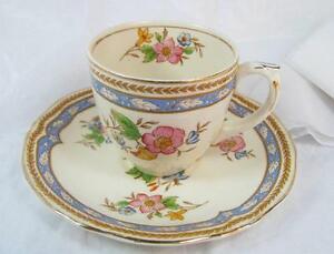 Vintage-GRINDLEY-ENGLAND-CREAMPETAL-DEMITASSE-CUP-and-SAUCER-Ivory-gold-edged