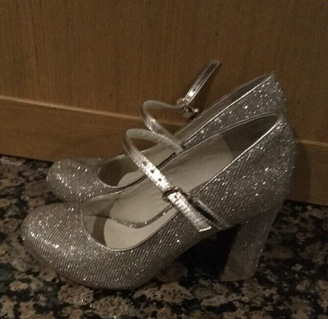 SPARKLY SCHUBAR GOLD Schuhe / SIZE 37 /WORN ONCE / GREAT CONDITION