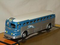 Mth 30-50019 Greyhound Silver Blue White Die-cast Bus dallas Mint C10