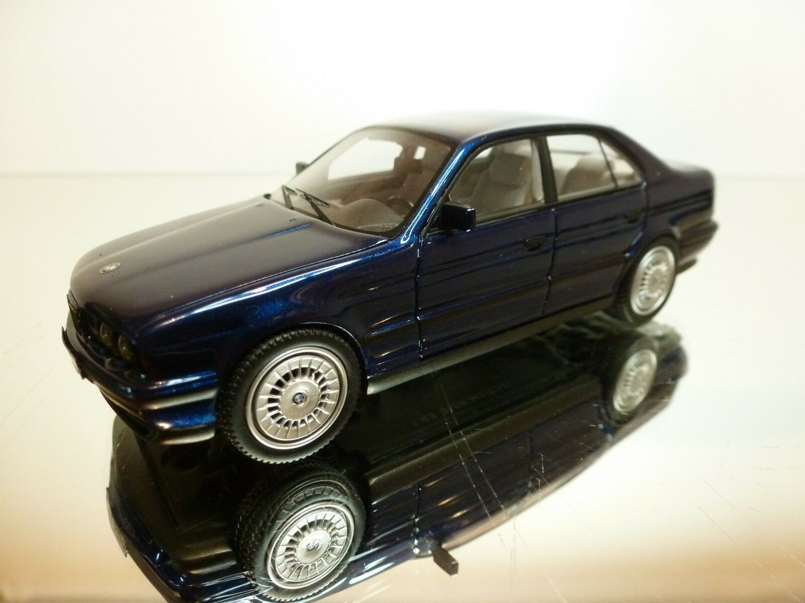 NEO SCALE MODELS BMW M5 E34 - rare Couleur bleu METALLIC 1 43  - EXCELLENT - 24