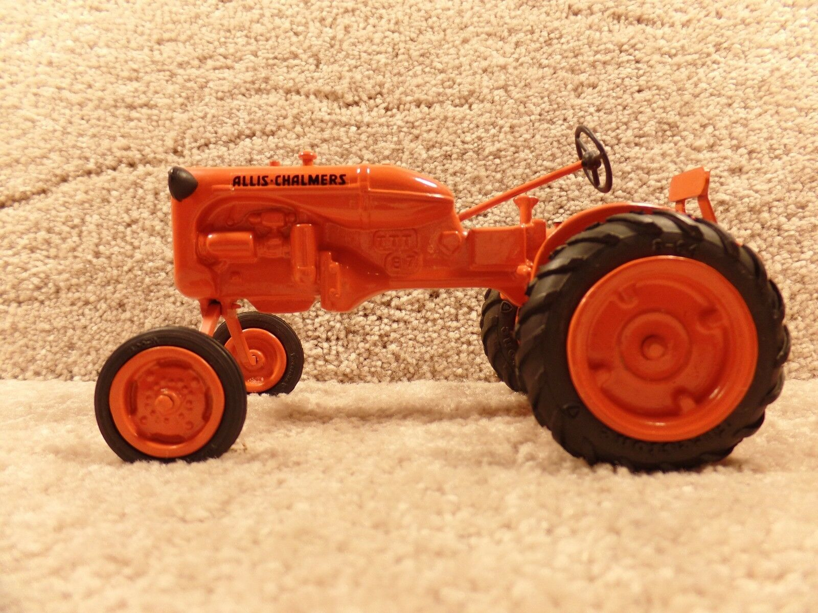 RARE   Pioneer Collector 1 16 Diecast Allis Chalmers Model B 1987 Tractor