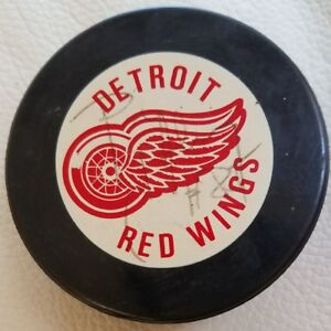 Petr Klima SIGNED VINTAGE DETROIT RED WINGS INGLASCO GAME PUCK NHL SHIELD LOGO