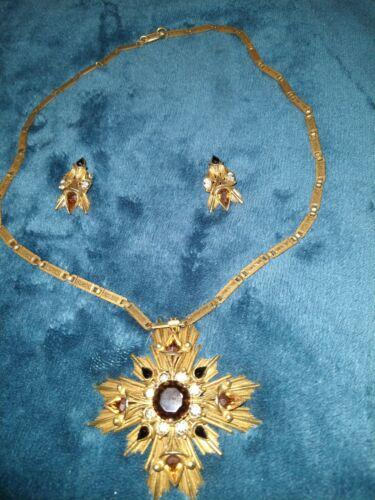 Vintage Florenza Sunburst Jeweled Pendant With Cha