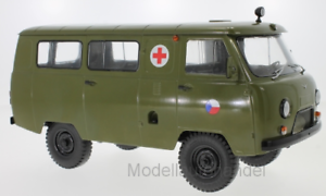 UAZ 452A ambulancia (3962) (3962) (3962) CZ ejército 1 18 premium ClassiXXs   Nueva 44df34